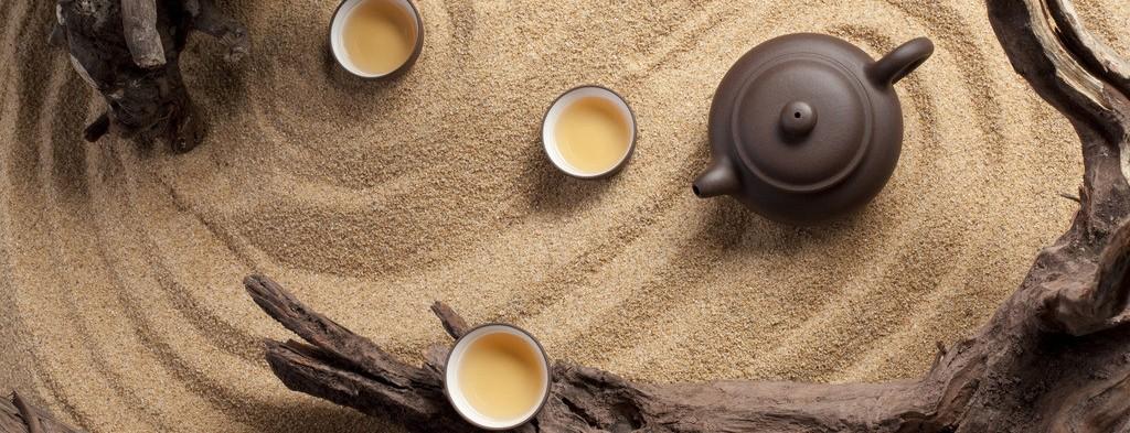 Чайник из иссинской глины является незаменимой посудой при заваривании тёмных улунов и пуэров при проведении Чайной Церемонии в Китае