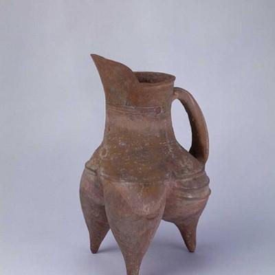 Се или Гуй (Трёхногий чайник) культуры Луншань (龙山文化红陶鬹)