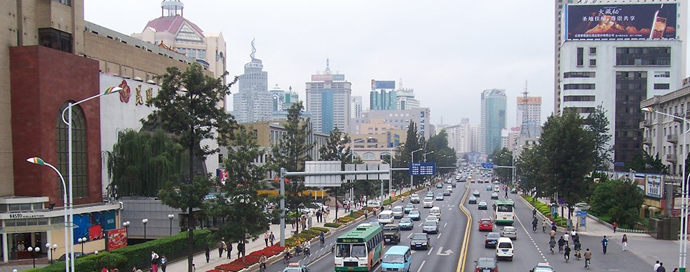 Оживлённые улицы Куньмина, центрального города Юньнани.