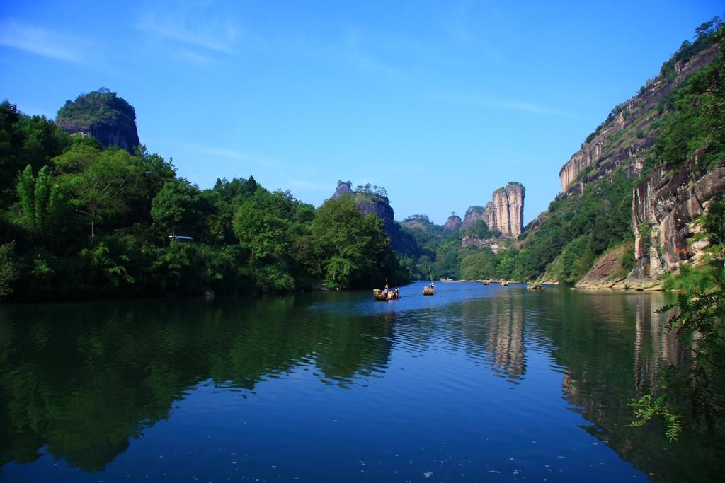 Горы Уи Шань. Легендарное место где был впервые обнаружен подвид Чайного Куста из которого изготавливают ДаХунПао.