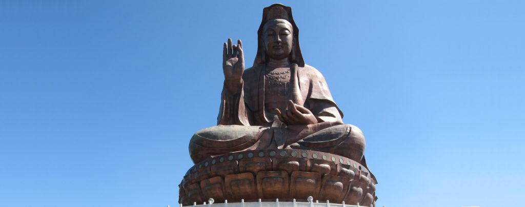 Статуя Богини Милосердия Гуань Инь. История белого чая и легенды о нём крепко связаны с этим божеством.