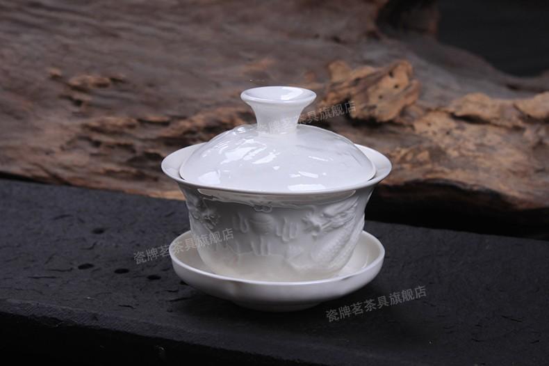 Чай сначала заваривается в гайвани (Чайный сервиз Белый дракон)