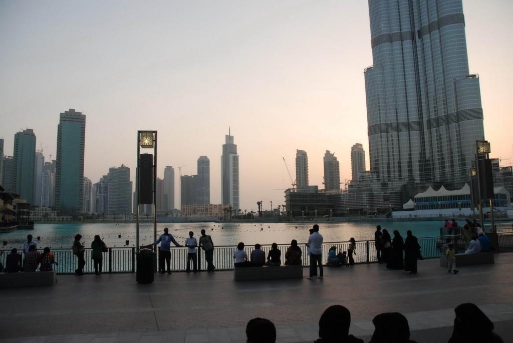 Фонтаны на площади Бурж Халифа в Дубаи