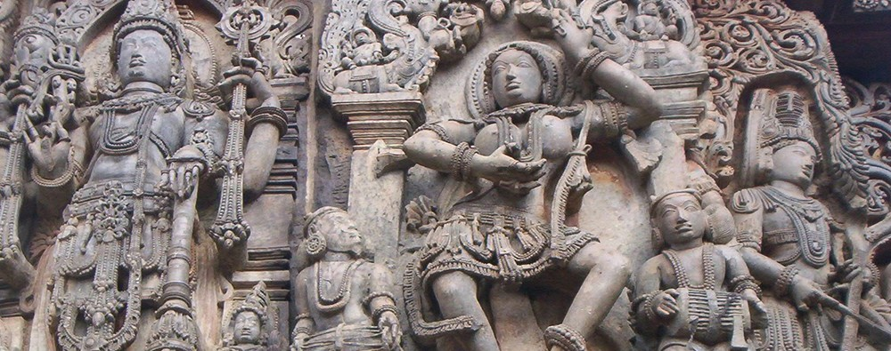 Скульптуры на храме Хойсалесвара в Халебиде