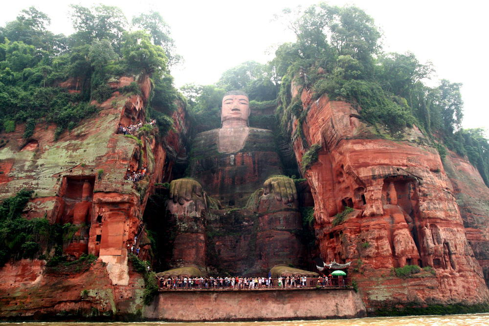 Статуя гигантской статуи Будды или Ботхисаттвы в Лэшань