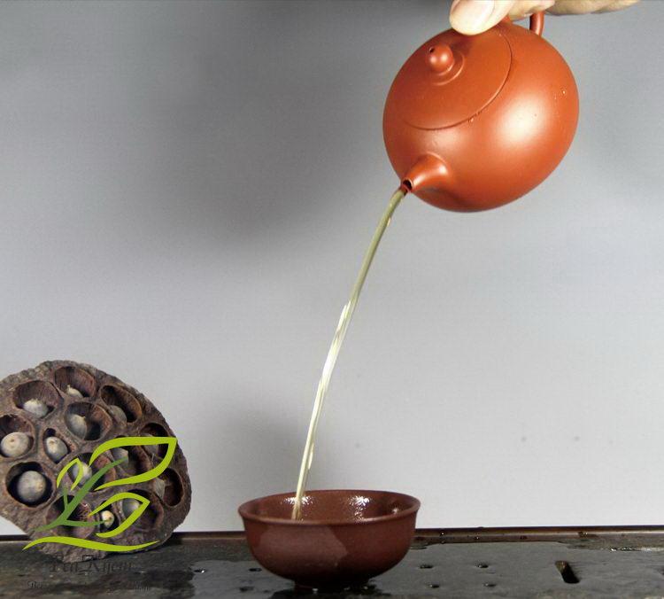 Чайник из иссинской глины «ДзиньДиань КуанШи» обладает хорошим изливом