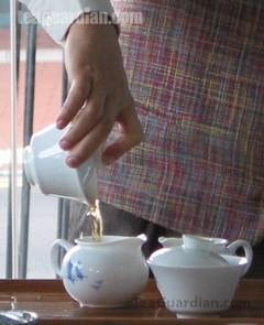 Гайвань позволяет правильно контролировать степень заварки чая, крепость настоя, сам вкус чая и содержание в нём фторидов.