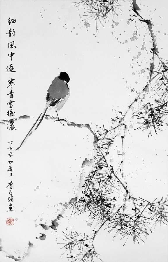 Птица на сосне
