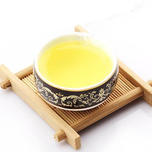 Пиала со светлым чаем Тегуаньинь