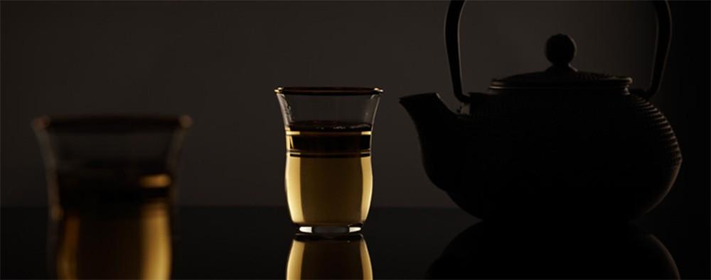 Пиалы с чаем улун и чайник