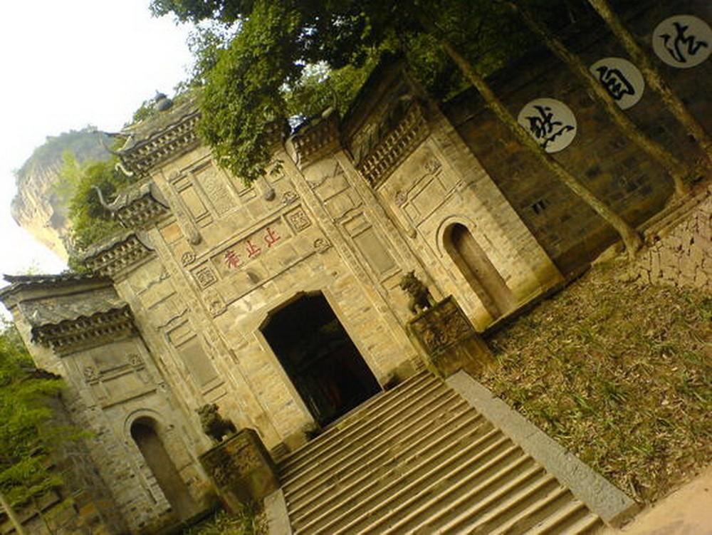 Храм в горах Уи Шань. Автор Eddakath.