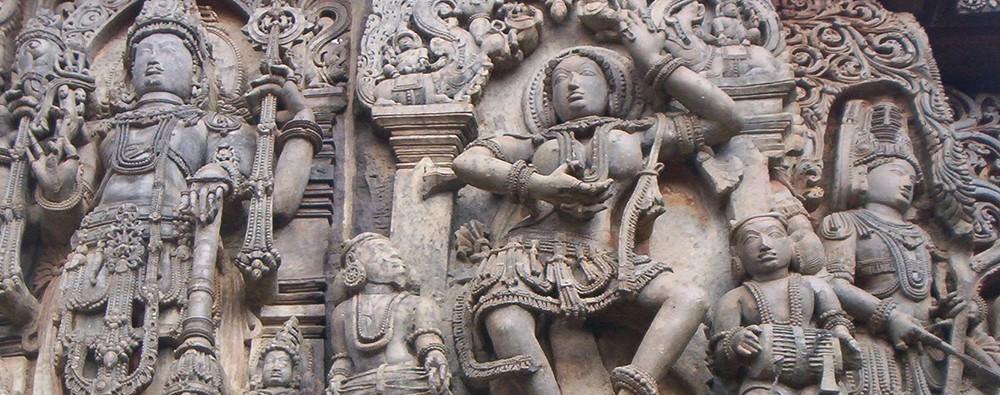 Скульптуры из Индии на храме Хойсалесвара в Халебиде