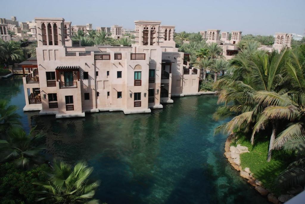 Замки в Дубай - это современность, а не средние века.