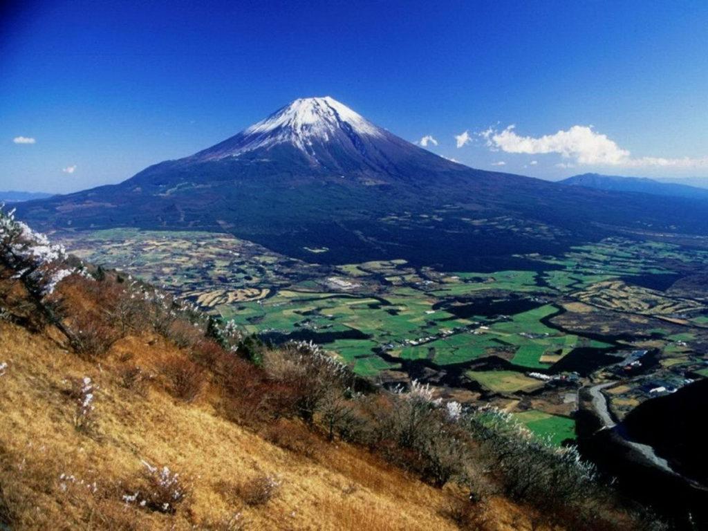 1. Гора Фудзияма (остров Хонсю)