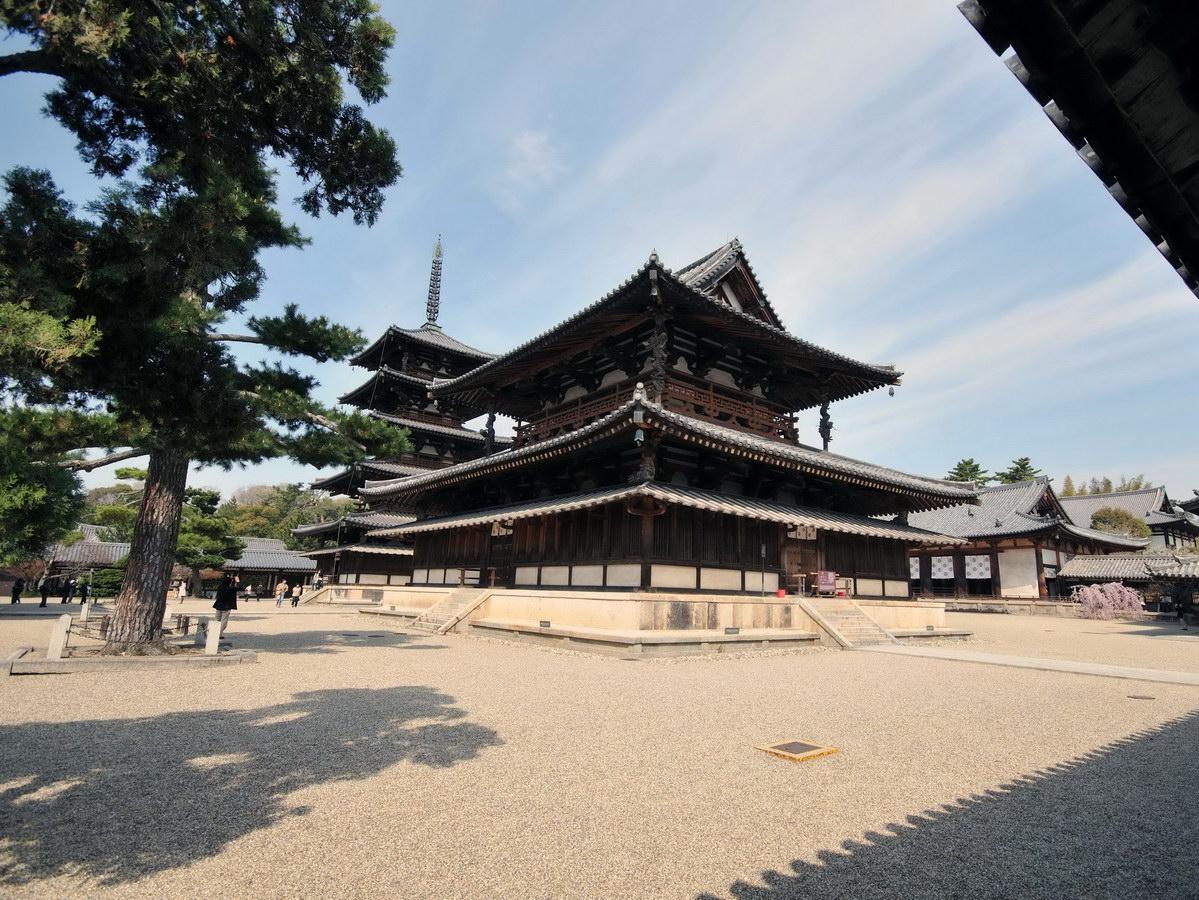 5. Храм Хорюдзы (Horyuji Temple)