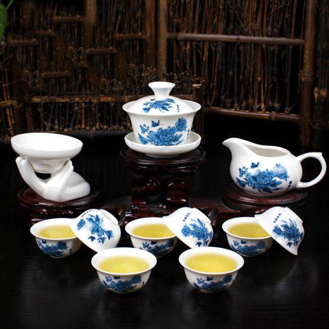 Белый чайный сервиз «Синяя Хризантема»