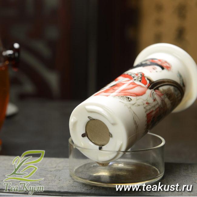 Металическое ситечко на дне колбы позволит насладится чистым чаем
