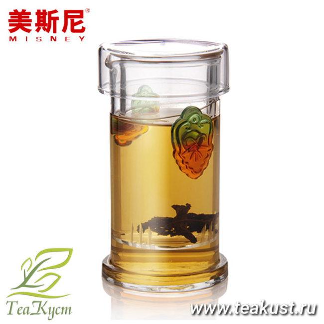 Прозрачная колба с лепестками для чая