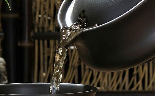 Заслонка открытого чайника с ситечком
