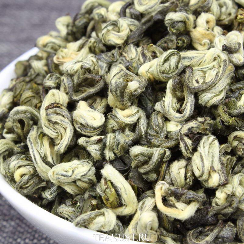 Юннань Билочунь состоит из почек и маленьких листочков